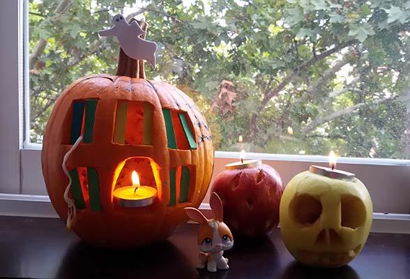 Decora una calabaza para la noche de halloween for Puertas decoradas halloween calabaza