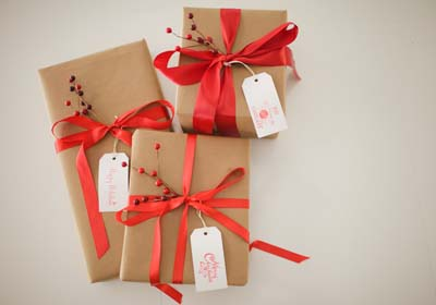 Como envolver regalos grandes top envolver regalos grandes forma original affordable with - Lazos grandes para regalos ...