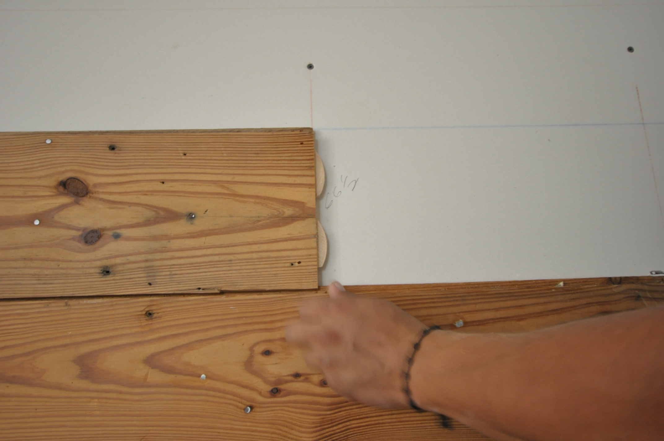 Renueva tus paredes con madera reciclada - Paneles para forrar paredes ...