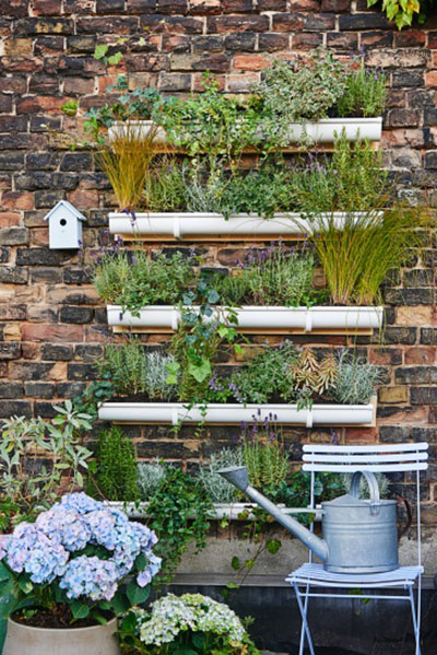 Un jard n vertical para la pared de tu terraza for Reja para jardin vertical