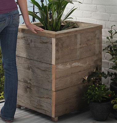 Una jardinera de madera reciclada for Jardinera de madera vertical