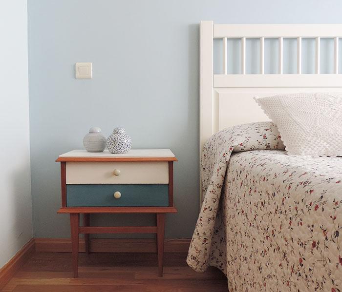 Reciclar una mesilla de noche con chalk paint - Restaurar muebles con papel ...