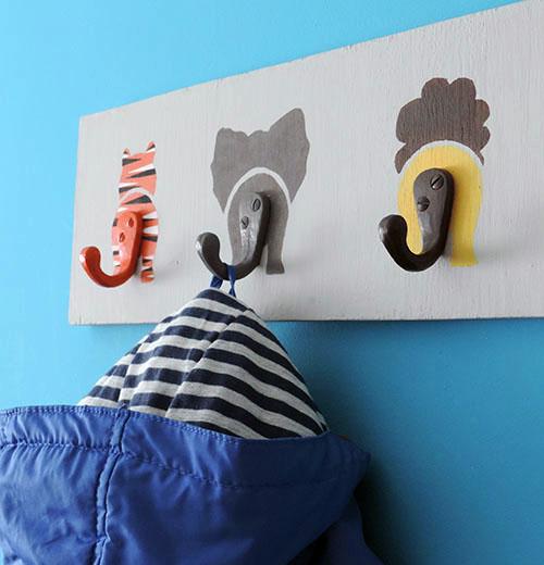 Haz un perchero infantil muy divertido for Como hacer un perchero de pared