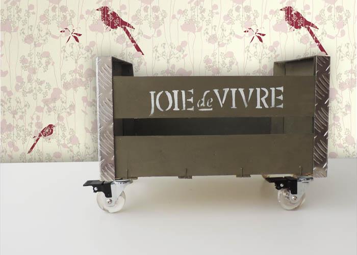Revistero industrial con una caja de fruta - Caja fruta decoracion ...