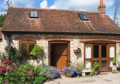 Casa a punto con una limpieza de fachada solados y cubiertas for Fachadas de casas de pueblo