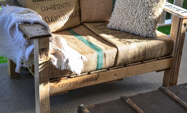 Sof de exterior con madera reciclada for Tela sofa exterior