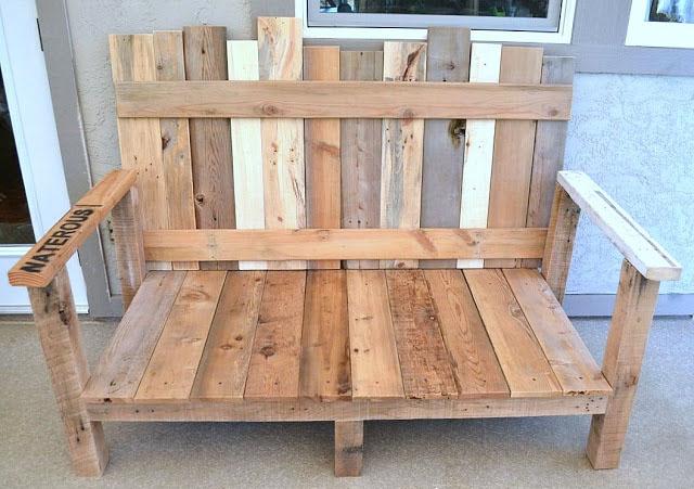 Sof de exterior con madera reciclada for Fabricacion de muebles con palet de madera